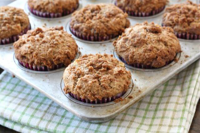 apple-cinnamon-crumb-muffins - two peas and their pod