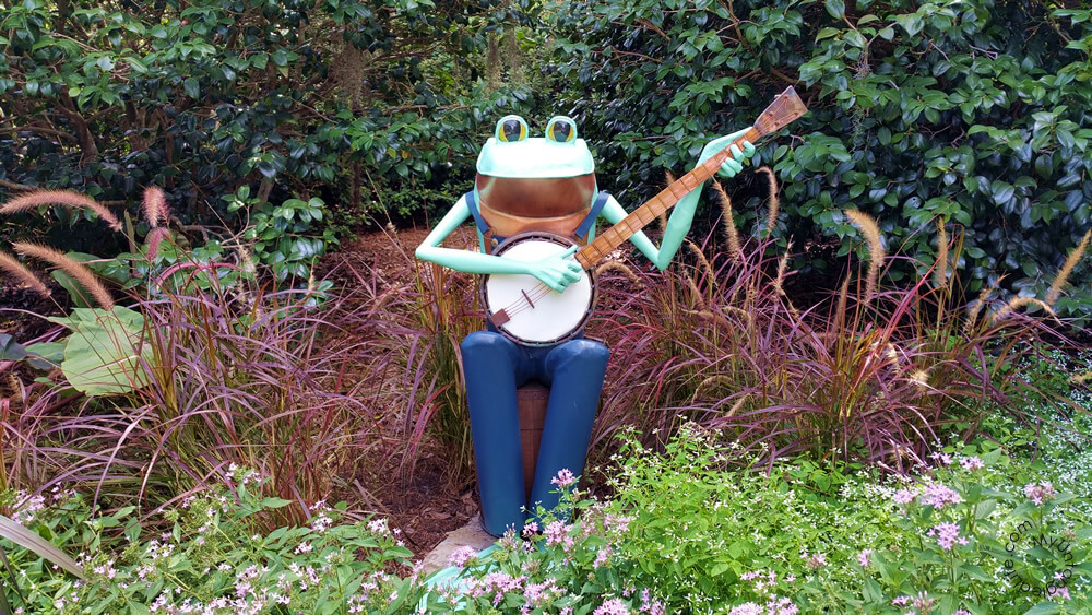 Banjo Player at Ribbit the Exhibit in Airlie Gardens